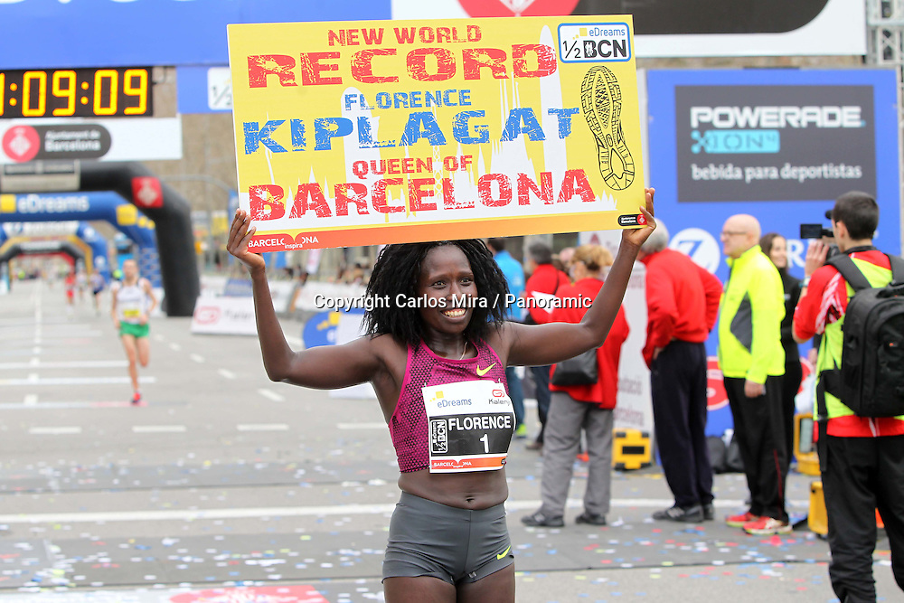 Kenya's Florence Kiplagat stopped the clock in 1:05:12 at the eDreams Mitja Marató de Barcelona setting a new world record. 15 February 2015.