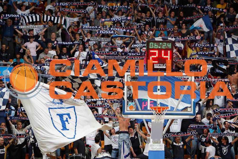 DESCRIZIONE : Bologna LPN Lega Nazionale Pallacanestro Serie A Dilettanti 2009-2010 Fortitudo Bologna Robur Osimo <br /> GIOCATORE : Supporters<br /> SQUADRA : Fortitudo Bologna<br /> EVENTO : Lega Nazionale Pallacanestro 2009-2010 <br /> GARA : Fortitudo Bologna Robur Osimo<br /> DATA : 01/11/2009<br /> CATEGORIA : Supporters<br /> SPORT : Pallacanestro <br /> AUTORE : Agenzia Ciamillo-Castoria/G.Pappalardo