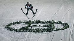 06.01.2020, Paul Außerleitner Schanze, Bischofshofen, AUT, FIS Weltcup Skisprung, Vierschanzentournee, Bischofshofen, Finale, im Bild Simon Ammann (SUI) // Simon Ammann of Switzerland during the final for the Four Hills Tournament of FIS Ski Jumping World Cup at the Paul Außerleitner Schanze in Bischofshofen, Austria on 2020/01/06. EXPA Pictures © 2020, PhotoCredit: EXPA/ Dominik Angerer