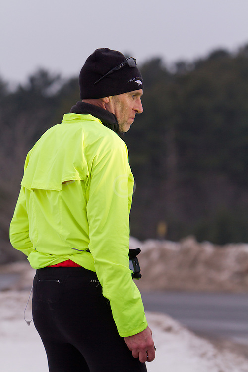 Gary Allen runs from Maine to Washington DC, talks with police officer escorting him on narrow busy roadways