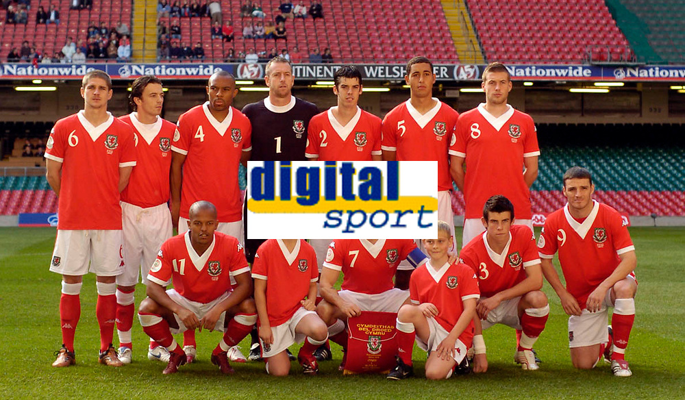 Photo: Leigh Quinnell.<br /> Wales v Slovakia. UEFA European Championships 2008 Qualifying. 07/10/2006. The welsh team line up before the game.