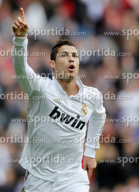 06.11.2011, Santiago Bernabeu Stadium, Madrid, ESP, Primera Division, Real Madrid vs CA Osasuna, im Bild  Real Madrid's Cristiano Ronaldo celebrates // during Primera Division league football match between Real Madrid an CA Osasuna at Santiago Bernabeu Stadium, Madrid, Spain on 06/11/2011. EXPA Pictures © 2011, PhotoCredit: EXPA/ Alterphoto/ Alvaro Hernandez +++++ ATTENTION - OUT OF SPAIN/(ESP) and OUT OF SWISS/(SUI) ++++