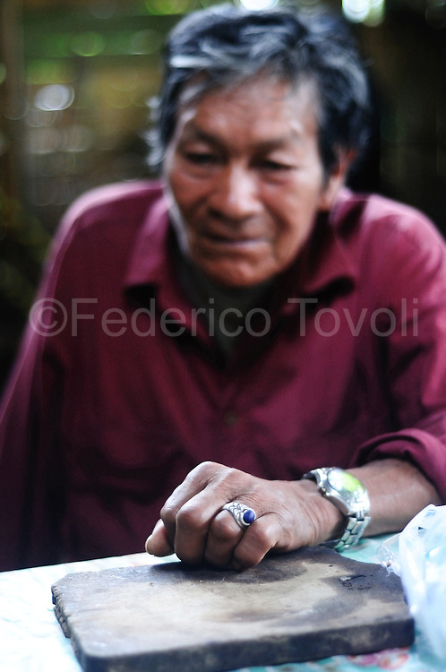"The day after the ayahuasca ceremony in Mamallacta farm, Don Casimiro hear the stories ""visionaries"" of participants and gives his own interpretation."