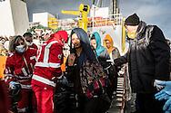 Emiliano Albensi<br /> 30/12/2016 Porto Empedocle (AG)<br /> SBARCO MIGRANTI<br /> Nella foto: alcuni momenti di uno sbarco di migranti a Porto Empedocle, in Sicilia