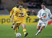FOOTBALL - LEAGUE CUP 2003/04 - 03/02/2004 - 1/2 FINAL - FC NANTES v AJ AUXERRE - STEPHANE ZIANI (NAN) / TEEMU TAINIO (AUX) - PHOTO PIERRE MINIER / FLASH PRESS<br />  *** Local Caption *** 40001029