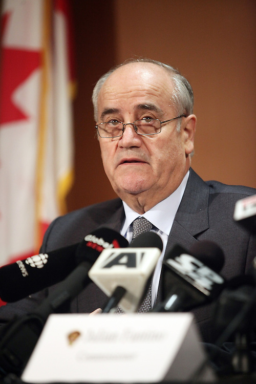 LONDON, MARCH 8, 2010 ---  Ontario Provincial Police Commissioner Julian Fantino speaks to the media at a press conference in London, Ontario following the shooting  of OPP Constable Vu Pham near Seaforth, 1 hour north of London, March 8, 2010.<br /> (GEOFF ROBINS for National Post)