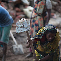 A woman from a poverty stricken rural area comes to Chittagong to move dirt and dig the earth of roadworks for around $3 a day. They sleep on the street at night and after some weeks return to their village with money for the family.