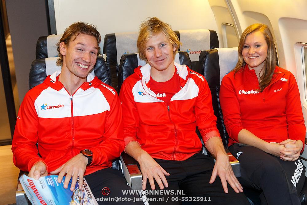 NLD/Amsterdam/20151021 - Ploegpresentatie Corendon schaatsploeg, Renz Rotteveel, Sjoerd de Vries en Lotte van Beek