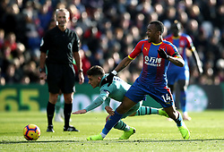 """Arsenal's Lucas Torreira (left) and Crystal Palace's Jordan Ayew (right) battle for the ball during the Premier League match at Selhurst Park, London. PRESS ASSOCIATION Photo. Picture date: Sunday October 28, 2018. See PA story SOCCER Palace. Photo credit should read: Tim Goode/PA Wire. RESTRICTIONS: EDITORIAL USE ONLY No use with unauthorised audio, video, data, fixture lists, club/league logos or """"live"""" services. Online in-match use limited to 120 images, no video emulation. No use in betting, games or single club/league/player publications."""