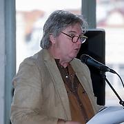 """BEL/Gent/20130222 - Boekpresentatie Jeroen Wielaert """" Het Vlaanderen van de Ronde"""" aan Johan Musseuw, schrijver Jeroen Wielaert"""