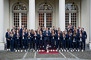 Koning Willem-Alexander ontvangt op Paleis Noordeinde de dames van het Nederlands team vrouwenvoetbal.<br /> <br /> King Willem-Alexander receives the ladies of the Dutch team women's football at Noordeinde Palace.