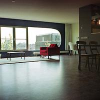 Nederland. Amsterdam. 7 april 2003..Nieuw appartementencomplex in de Sarphatistraat. Wonen. Interieur.