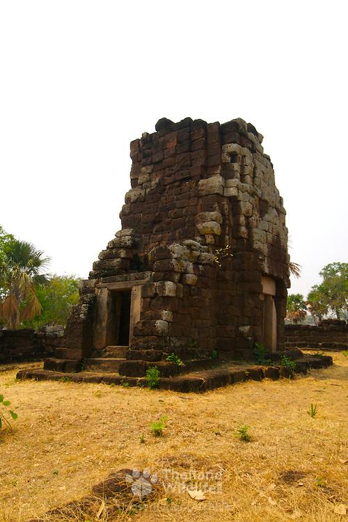 Main prang at Prasat Hin Nang Ram Khmer temple at Khorat (Nakorn Ratchasima) in Thailand.  View is March 2007.