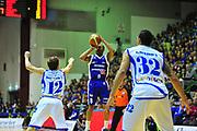 DESCRIZIONE : Sassari Lega A 2012-13 Dinamo Sassari Lenovo Cant&ugrave; Quarti di finale Play Off gara 2<br /> GIOCATORE : Jerry Smith<br /> CATEGORIA : Tiro<br /> SQUADRA : Lenovo Cant&ugrave;<br /> EVENTO : Campionato Lega A 2012-2013 Quarti di finale Play Off gara 2<br /> GARA : Dinamo Sassari Lenovo Cant&ugrave; Quarti di finale Play Off gara 2<br /> DATA : 11/05/2013<br /> SPORT : Pallacanestro <br /> AUTORE : Agenzia Ciamillo-Castoria/M.Turrini<br /> Galleria : Lega Basket A 2012-2013  <br /> Fotonotizia : Sassari Lega A 2012-13 Dinamo Sassari Lenovo Cant&ugrave; Play Off Gara 2<br /> Predefinita :