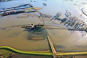 Nederland, Gelderland, Brummen, 20-01-2011; Cortenoever, IJssel bij hoogwater. Onder in beeld de Brummense Bandijk, het buitendijkse land en de  uiterwaarden zijn overstroomd, de Weg naar het Ganzenei  (lokale weg) is onder water komen te staan. De buitendijkse boerderijen zijn moeilijk bereikbaar..The high water of the river IJssel. The Brummense Bandijk (winter dike, bottom). The land outside the dikes, flood plains and the road to the Ganzenei (m) are flooded. The outer dike farms are difficult to reach..luchtfoto (toeslag), aerial photo (additional fee required).copyright foto/photo Siebe Swart