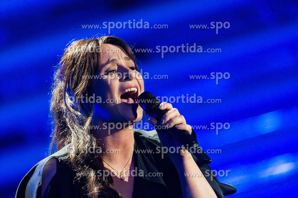 18.05.2015, Stadthalle, Wien, AUT, Eurovision Songcontest Vienna 2015, Kostümrpobe des Ersten Semifinales, im Bild Trijntje Oosterhuis aus den Niederlanden // Trijntje Oosterhuis from the Netherlands during dress rehearsal of the 1st semi final for Eurivision Songcontest Vienna 2015 at Stadthalle in Vienna, Austria on 2015/05/18, EXPA Pictures © 2015, PhotoCredit: EXPA/ Michael Gruber