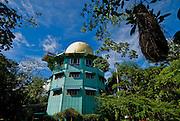 Cannopy Tower Hotel, ubicado en el parque nacional Soberania, es un un hotel especializado en la observación de aves. .originalmente es una estructura construida por el ejercito Americano para instalar un radar..Foto: Ramon Lepage / Istmophoto..