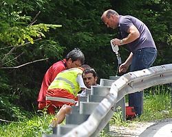 05.07.2011, AUT, 63. OESTERREICH RUNDFAHRT, 3. ETAPPE, KITZBUEHEL-PRAEGRATEN, im Bild der von der Abfahrt von der Pustertaler Hoehenstraße  gestuerzte Daniel Schorn, (AUT, Team Netapp) // during the 63rd Tour of Austria, Stage 3, 2011/07/05, EXPA Pictures © 2011, PhotoCredit: EXPA/ S. Zangrando