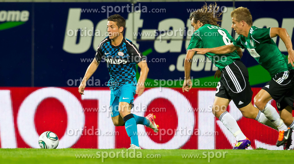 18.08.2011, Keine-Sorgen-Arena, Ried, AUT, UEFA EL, PLAYOFF, SV RIED (AUT) vs PSV EINDHOVEN (NED), Hinspiel, im Bild Dries Mertens (PSV Eindhoven, #14) vs Stefan Lexa (SV Ried, #8) // during the UEFA Europaleague, 1st Leg Playoff Match, SV Ried against PSV Eindhoven at Keine-Sorgen-Arena, Ried, Austria on 2011-08-18, EXPA Pictures © 2011, PhotoCredit: EXPA/ J. Feichter