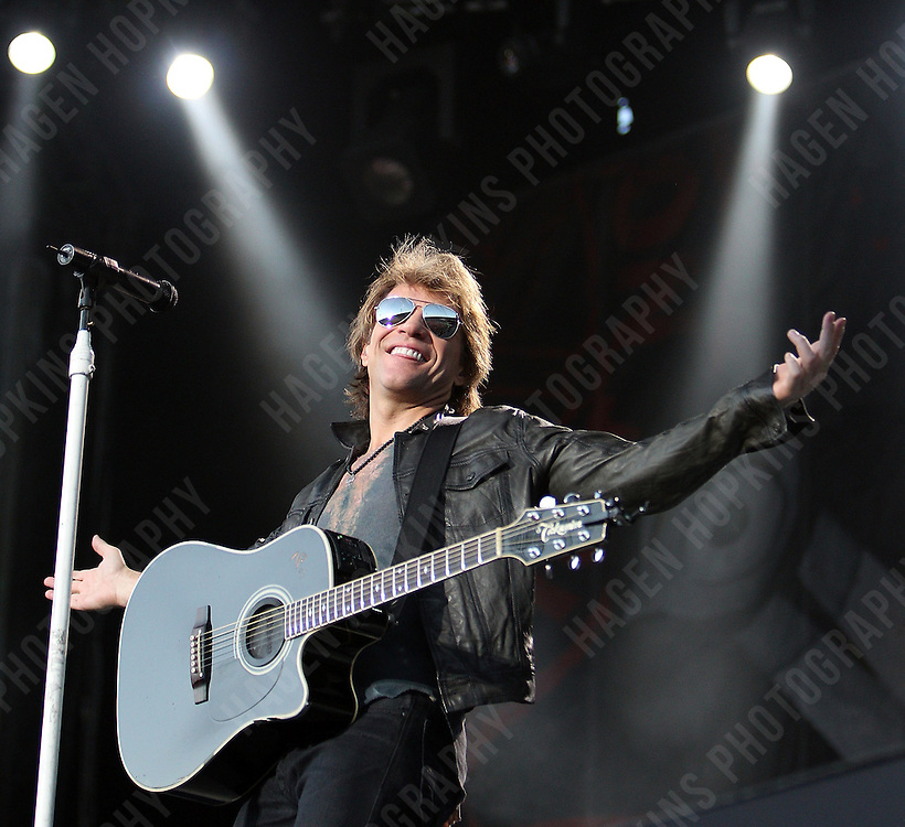 WELLINGTON, NEW ZEALAND - DECEMBER 04:  Jon Bon Jovi performs at Westpac Stadium on December 4, 2010 in Wellington, New Zealand.  (Photo by Hagen Hopkins/Getty Images) *** Local Caption *** Jon Bon Jovi