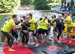 02.07.2017, Klagenfurt, AUT, Ironman Austria 2017, xxx, im Bild Ausstieg der Schwimmer // Swim Exit xx of the 2017 Ironman Austria Klagenfurt, Austria on 2017/07/02. EXPA Pictures © 2017, PhotoCredit: EXPA/ Lisa Steinthaler