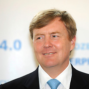 Koning en koningin bezoeken Noordrijn-Westfalen. Koning Willem Alexander en Koningin Maxima bezoeken het onderzoeksinstituut Fraunhofer IML<br /> <br /> King and Queen visit North Rhine-Westphalia.<br /> King Willem Alexander and Queen Maxima visit  research Fraunhofer IML<br /> <br /> Op de foto / On the photo: <br /> <br />  Koning Willem Alexander / King Willem Alexander
