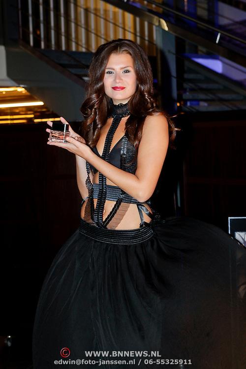NLD/Amsterdam/20111019 - Uitreiking Prix de la Moda 2011, model met luchtje
