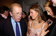 Sir David Frost and Lisa Carter, Hot Ice party hosted by Dominique Heriard Dubreuil and Theo Fennell, ( Remy Martin and theo Fennell) at 35 Belgrave Sq. London W1. 26 October 2004. ONE TIME USE ONLY - DO NOT ARCHIVE  © Copyright Photograph by Dafydd Jones 66 Stockwell Park Rd. London SW9 0DA Tel 020 7733 0108 www.dafjones.com
