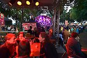 Nederland, Nijmegen, 13-7-2014 Valkhof festival. Onlosmakelijk met de vierdaagse, 4daagse, zijn in Nijmegen de vierdaagse feesten, de zomerfeesten. Op talrijke podia staat een keur aan artiesten, voor elk wat wils. Een week lang elke avond komen tegen de honderdduizend bezoekers naar de binnenstad. De politie heeft inmiddels grote ervaring met het spreiden van de mensen, het zgn. crowd control. Op de foto de Hackney Colliery band.De vierdaagsefeesten zijn het grootste evenement van Nederland. Foto: Flip Franssen/Hollandse Hoogte