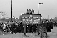 Pickets at Orgreave. 25/05/1984.<br />