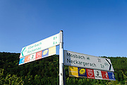 Radfahr-Wegweiser, Radwege, Fernradwege am Neckar, Odenwald, Hessen, Deutschland | Cycling signpost, bike trails, Bike routes am Neckar, Odenwald, Hesse, Germany