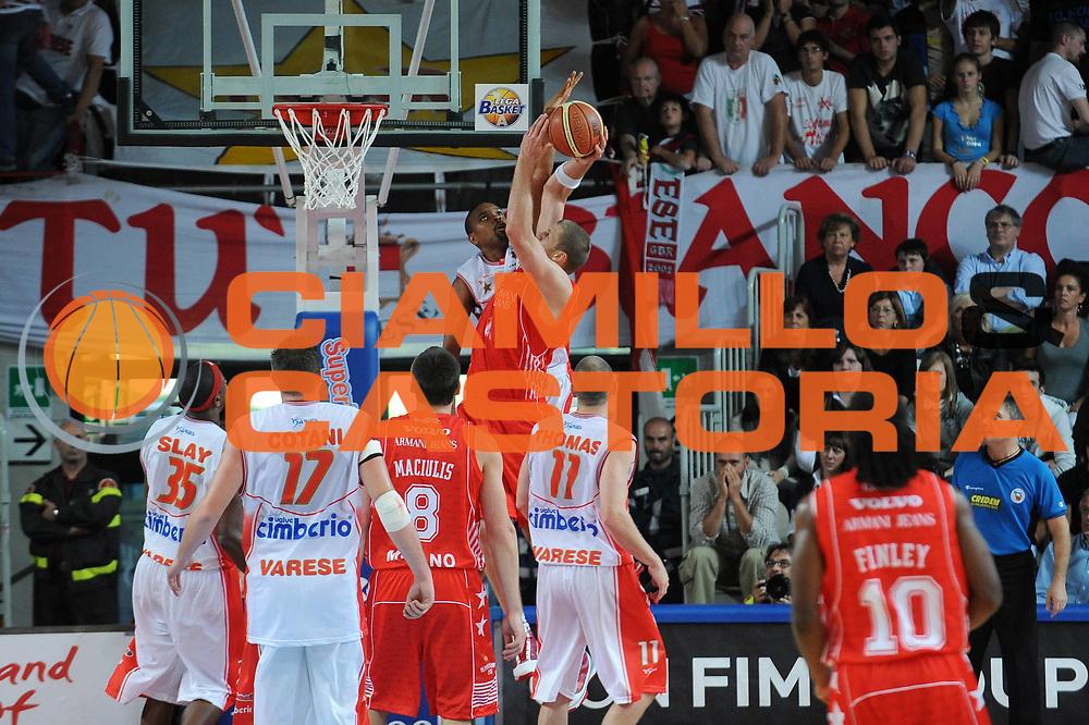 DESCRIZIONE : Varese Lega A 2009-10 Basket Cimberio Varese Armani Jeans Milano<br /> GIOCATORE : Marijonas Petravicius<br /> SQUADRA : Armani Jeans Milano<br /> EVENTO : Campionato Lega A 2009-2010<br /> GARA : Cimberio Varese Armani Jeans Milano<br /> DATA : 11/10/2009<br /> CATEGORIA : Tiro Penetrazione<br /> SPORT : Pallacanestro<br /> AUTORE : Agenzia Ciamillo-Castoria/A.Dealberto