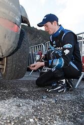 17.01.2014, Reifen Service, Sisteron, FRA, FIA, WRC, Monte Carlo, 2. Tag, im Bild EVANS Elfyn ( M Sport Ltd (GBR) / Ford Fiesta RS ) wechselt die Reifen an seinem Fahrzeug during day two of FIA Rallye Monte Carlo held near Monte Carlo, France on 2014/01/17. EXPA Pictures © 2014, PhotoCredit: EXPA/ Eibner-Pressefoto/ Neis<br /> <br /> *****ATTENTION - OUT of GER*****