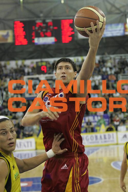 DESCRIZIONE : Scafati Lega A1 2007-08 Legea Scafati Lottomatica Virtus Roma<br /> GIOCATORE : Roberto Gabini<br /> SQUADRA : Lottomatica Virtus Roma<br /> EVENTO : Campionato Lega A1 2007-2008 <br /> GARA : Legea Scafati Lottomatica Virtus Roma<br /> DATA : 18/10/2007<br /> CATEGORIA : Tiro<br /> SPORT : Pallacanestro <br /> AUTORE : Agenzia Ciamillo-Castoria/A.De Lise <br /> Galleria : Lega Basket A1 2007-2008 <br /> Fotonotizia : Scafati Campionato Italiano Lega A1 2007-2008 Legea Scafati Lottomatica Virtus Roma <br /> Predefinita :