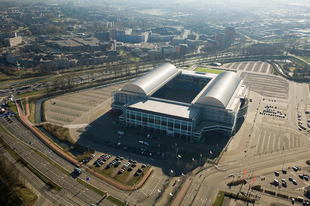 Nederland, Gelderland, Arnhem, 11-02-2008; Gelredome, overdekt voetbalstadion in de wijk Elden met Vitesse als thuisclub; het stadion wordt ook gebruikt voor concerten en evenementen; het multifunctionele superstadion heeft een verschuifbaar dak (afhankelijk van het weer is het dak geopend of gesloten) en een verplaatsbare grasbak (verschuifbaar veld); stadion, voetbalclub, voetbal, manifestatie, evenement, concert, Gelredrome, gelre dome, grasmat, stadiontheater; Gelredome, covered football stadium in the district Elden with Vitesse as home club, the stadium is also used for concerts and events, the multipurpose super stadium has a moveable roof (depending on the weather, the roof is open or closed) and a movable grasbak with moveable field;this way the football field gets sufficient sunlight; .the concrete floor inside can be used for events without the grass being damaged; stadium, football, soccer, event, event, concert.luchtfoto (toeslag); aerial photo (additional fee required); .foto Siebe Swart / photo Siebe Swart