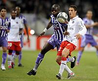 Fotball<br /> Frankrike<br /> Foto: DPPI/Digitalsport<br /> NORWAY ONLY<br /> <br /> FOOTBALL - FRENCH CHAMPIONSHIP 2009/2010  - L1 - TOULOUSE FC v PARIS SAINT GERMAIN - 18/10/2009<br /> <br /> JEREMY CLEMENT (PSG) / MOUSSA SISSOKHO (TFC)