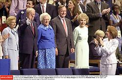 © AKIRA SUWA/KRT/ABACA. 19903-1. PHILADELPHIA, PENNSYLVANIA, USA, 01/08/2000. Former first lady Betty Ford, former President Gerald Ford, former first lady Barbara Bush, former President George Bush and former first lady Nancy Reagan are cheered by Elizab