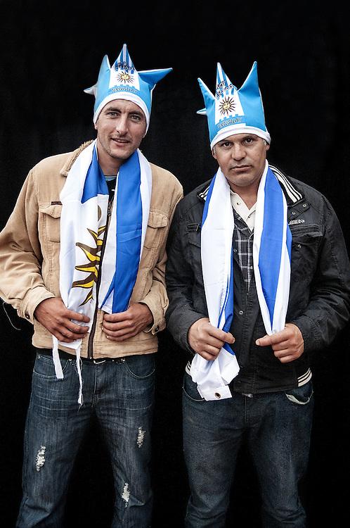 JAVIER CALVELO/  MONTEVIDEO/  ESTADIO CENTENARIO/ CLASIFICATORIAS SUDAMERICANAS MUNDIAL BRASIL 2014 / REPECHAJE MUNDIAL BRASIL 2014 - SERIE SUDAMERICA-ASIA/  PARTIDO DE VUELTA/ URUGUAY-JORDANIA<br /> Proyecto documental sobre la identidad, lo nacional, lo Uruguayo y el consumo. Se trata de retratos simples mirando a camara y con un fondo neutro. Les pregunto a los fotografiados como quieren ser recordados en el futuro y de que localidad son.<br /> El trabajo esta influenciado por la obra de August Sander pero tambien por Richard Avedon y Manuel Alvarez Bravo. <br /> El titulo esta basado en la obra de Raymond Firth, Tipos Humanos. (Raymond William Firth, ( 1901-2002) fue un etn&oacute;logo neozeland&eacute;s profesor de Antropolog&iacute;a en la London School of Economics, es uno de los fundadores de la antropolog&iacute;a econ&oacute;mica brit&aacute;nica). <br /> En la foto:  Tipos Humanos en el Estadio Centenario,Tribuna Colombes. Foto: Javier Calvelo <br /> <br /> 2013-11-20 dia miercoles
