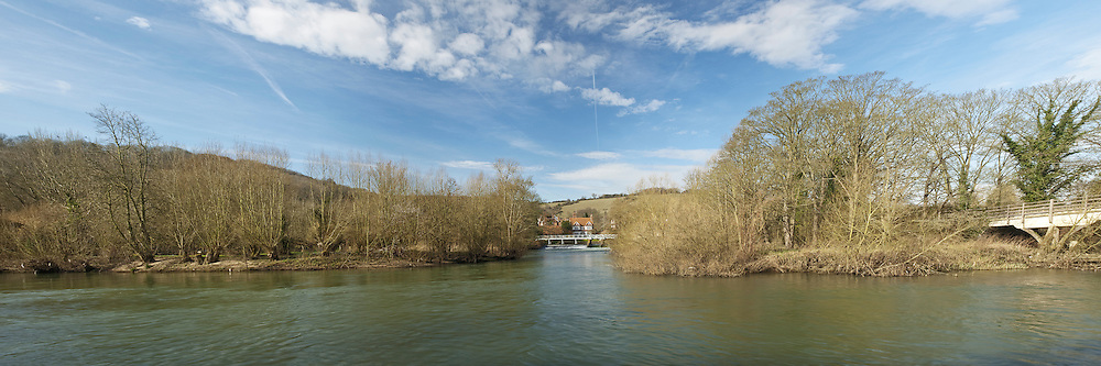 River Thames and Streatley weir from Goring towpath, Oxfordshire, Uk