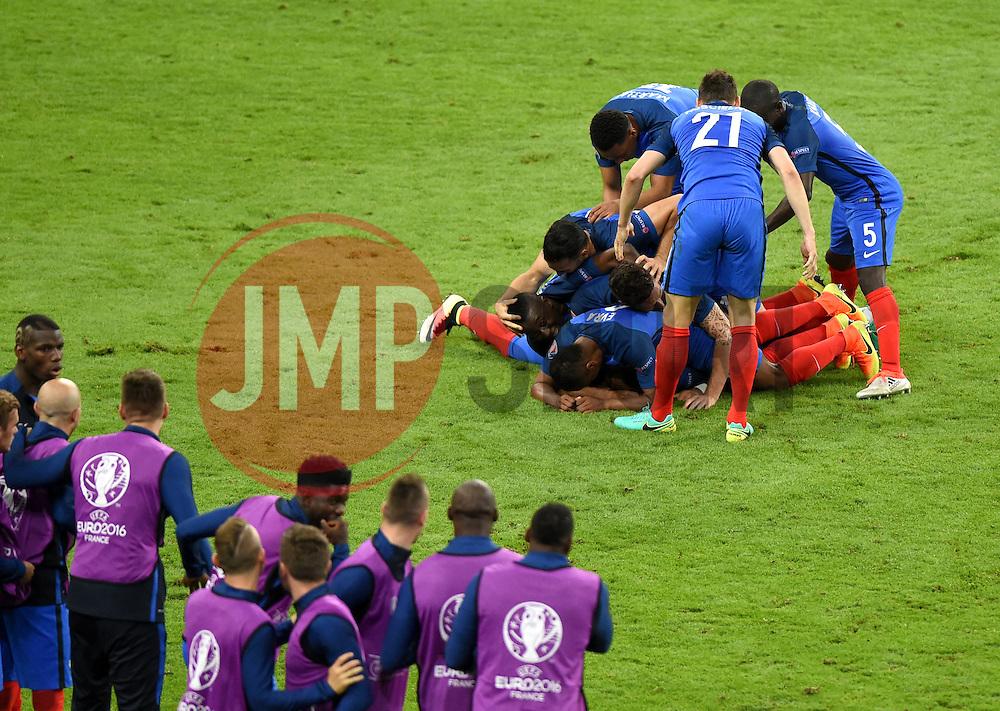 Dimitri Payet of France celebrates scoring the wining goal  - Mandatory by-line: Joe Meredith/JMP - 10/06/2016 - FOOTBALL - Stade de France - Paris, France - France v Romania - UEFA European Championship Group A