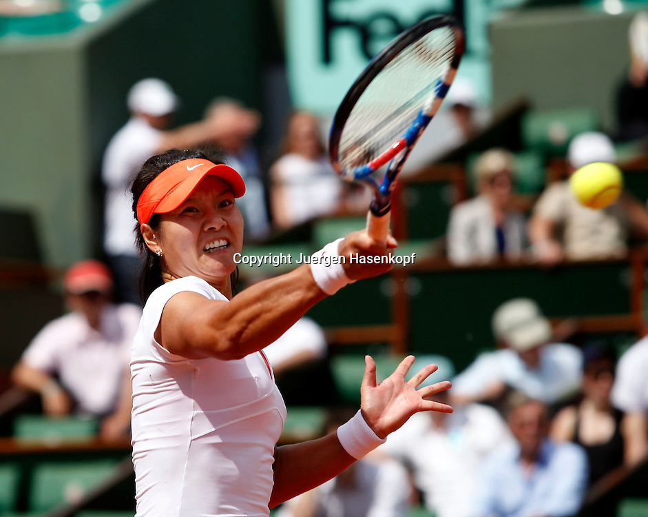 French Open 2011, Roland Garros,Paris,ITF Grand Slam Tennis Tournament . Na Li (CHN),Einzelbild, Aktion,