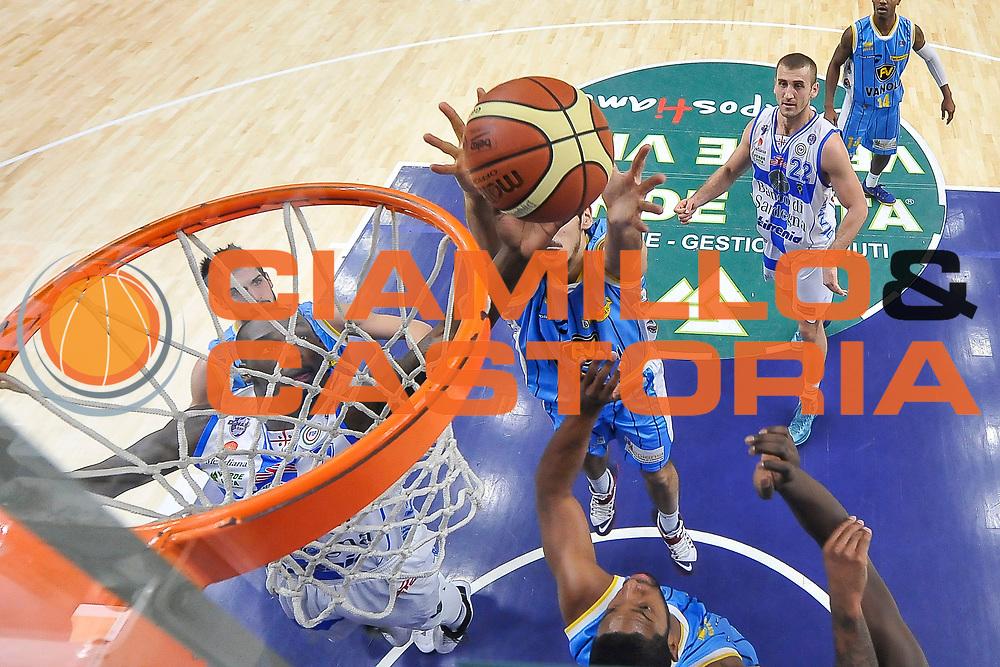 DESCRIZIONE : Campionato 2014/15 Dinamo Banco di Sardegna Sassari - Vanoli Cremona<br /> GIOCATORE : Rakim Sanders Luca Campani<br /> CATEGORIA : Rimbalzo Special<br /> SQUADRA : Vanoli Cremona<br /> EVENTO : LegaBasket Serie A Beko 2014/2015<br /> GARA : Dinamo Banco di Sardegna Sassari - Vanoli Cremona<br /> DATA : 10/01/2015<br /> SPORT : Pallacanestro <br /> AUTORE : Agenzia Ciamillo-Castoria / Luigi Canu<br /> Galleria : LegaBasket Serie A Beko 2014/2015<br /> Fotonotizia : Campionato 2014/15 Dinamo Banco di Sardegna Sassari - Vanoli Cremona<br /> Predefinita :