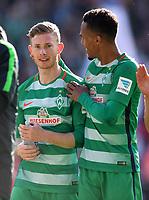 FUSSBALL     1. BUNDESLIGA      29. SPIELTAG    SAISON 2016/2017  SV Werder Bremen - Hamburger SV                   16.04.2017 Freude nach dem Abpfiff: Florian Kainz und Theodor Gebre Selassie (v.l., beide SV Werder Bremen)