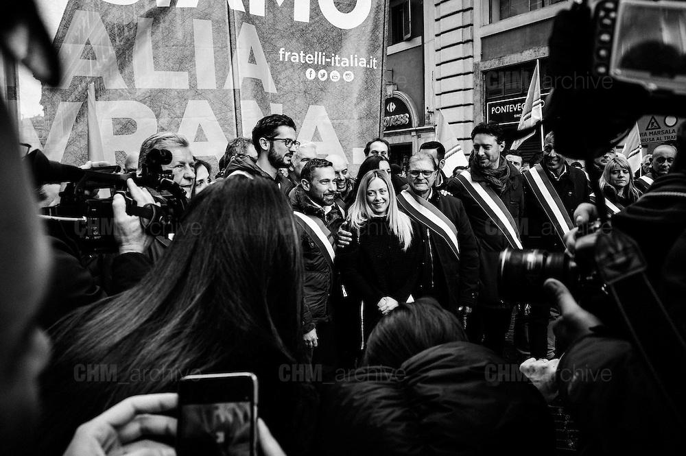"""Giorgia Meloni, leader del partito Fratelli d'Italia durante la manifestazione """"Italia Sovrana"""". Roma 28 Gennaio 2017. Christian Mantuano / OneShot<br /> <br /> Leader of right wing party Fratelli d'Italia Giorgia Meloni  during the demonstration 'Italia sovrana', (Italy Sovereign) Italy, Rome 28 January 2017 . Christian Mantuano / OneShot"""