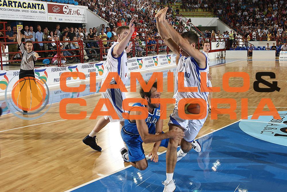 DESCRIZIONE : Porto San Giorgio Eurobasket Men 2009 Additional Qualifying Round Italia Finlandia<br /> GIOCATORE : Giuseppe Poeta<br /> SQUADRA : Italia Italy Nazionale Italiana Maschile<br /> EVENTO : Eurobasket Men 2009 Additional Qualifying Round <br /> GARA : Italia Finlandia Italy Finland<br /> DATA : 20/08/2009 <br /> CATEGORIA :  fallo curiosita<br /> SPORT : Pallacanestro <br /> AUTORE : Agenzia Ciamillo-Castoria/C.De Massis