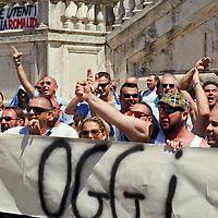 Autisti del trasporto pubblico protestano contro privatizzazione dell'azienda