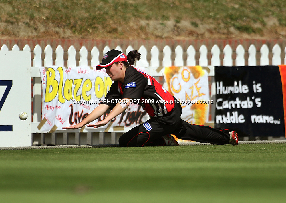 Canterbury's Erin Bermingham is too late to prevent a boundary.<br /> State League 20/20 final. Wellington Blaze v Canterbury Magicians at Allied Prime Basin Reserve, Wellington. Saturday, 25 January 2009. Photo: Dave Lintott/PHOTOSPORT
