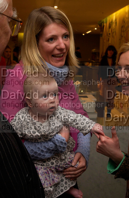 Alice Sykes and Scarlett Floyd. Launch of 'Lucy  Sykes Baby, New York' Selfridges. 14 April 2005. ONE TIME USE ONLY - DO NOT ARCHIVE  © Copyright Photograph by Dafydd Jones 66 Stockwell Park Rd. London SW9 0DA Tel 020 7733 0108 www.dafjones.com