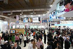 Movimento de público na HOSPITALAR 2013 - 20ª Feira Internacional de Produtos, Equipamentos, Serviços e Tecnologia para Hospitais, Laboratórios, Clínicas e Consultórios, que acontece de 21 a 24 de maio de 2013, no Expo Center Norte, em São Paulo. FOTO: Jefferson Bernardes/Preview.com