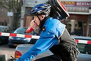Een agent fietst met pionnen om een gebied af te zetten.<br /> <br /> A policeman is cycling with pawns.